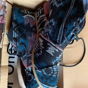 Toms Shoes - TOMS Desert Wedge in Black Jacquard 7W
